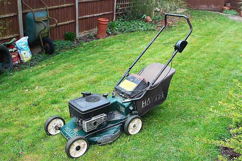 Lawn-mower-spark-plug-replace